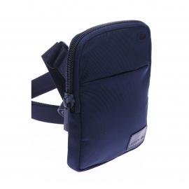Petite sacoche plate à bandoulière Lacoste Medium Flat Crossover Bag en toile bleu marine