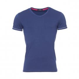 Tee-shirt col V Guess en coton stretch bleu marine estampillé sur la manche