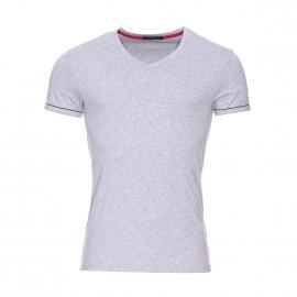 Tee-shirt col v Guess en coton stretch gris chiné floqué estampillé sur la manche