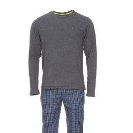 Pyjama long Tommy Hilfiger : Tee-shirt manches longues gris foncé et pantalon bleu indigo à carreaux bleu marine, blancs et jaunes