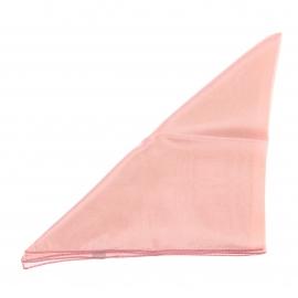 Pochette en soie rose poudré pour costume