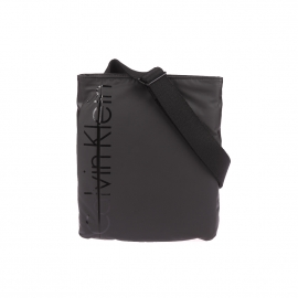 Sacoche plate Logan Calvin Klein Jeans noire