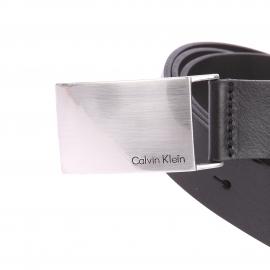 Ceinture Calvin Klein Jeans en cuir noir à boucle pleine métallique gravée