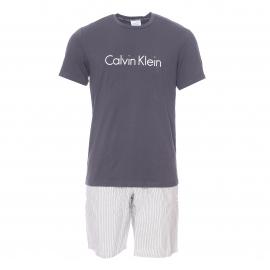 Pyjama court Calvin Klein : tee-shirt col rond gris anthracite floqué et bermuda à rayures