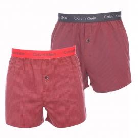 Lot de 2 caleçons Calvin Klein en pur coton : 1 modèle à petits carreaux rouges et gris et 1 modèle à rayures grises et rouges