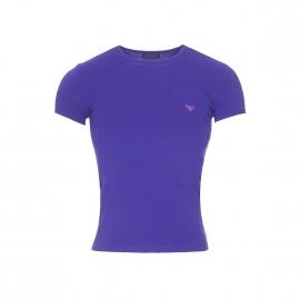 Tee-shirt col rond Emporio Armani en coton stretch bleu indigo floqué en rose sur l'épaule