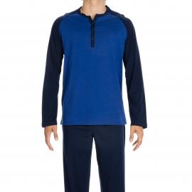 Pyjama long Charming Hom en jersey de coton : tee-shirt bleu électrique et bleu marine à col tunisien, pantalon bleu marine