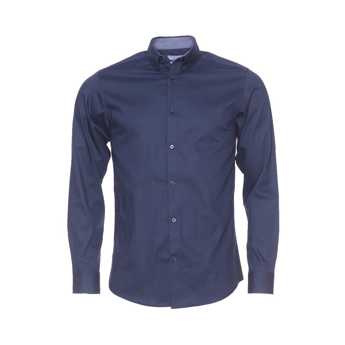 Chemise cintrée  bleu marine à opposition à petits carreaux blancs