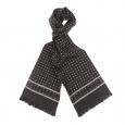 Echarpe en soie noire à motifs fleurs