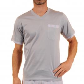Pyjama court Vivian Christian Cane en coton : tee-shirt col V gris clair, bermuda à rayures parme, orange et blanches