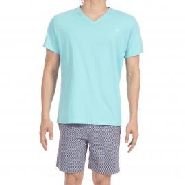 Pyjama court Santiago Hom en jersey de coton : tee-shirt col V bleu turquoise et bermuda gris à motifs orange, bleu marine et bleu azur
