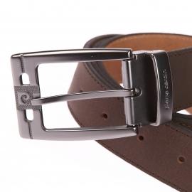 Large ceinture Pierre Cardin ajustable en cuir mat marron, Boucle siglée