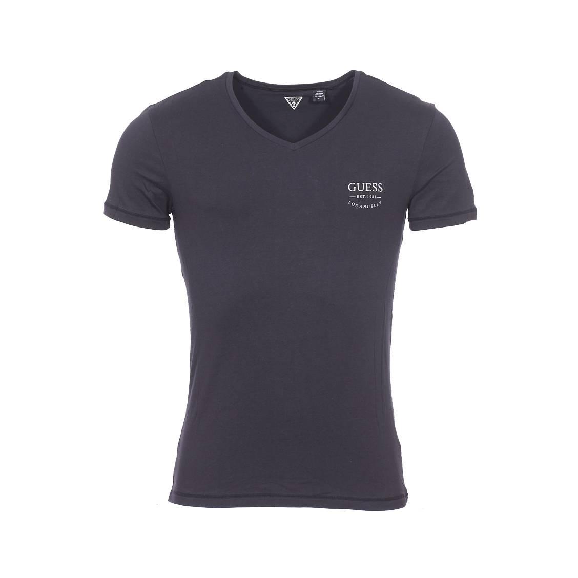 a26f07b633ea Tee-shirt col V Guess en coton stretch noir floqué en gris sur la poitrine  ...
