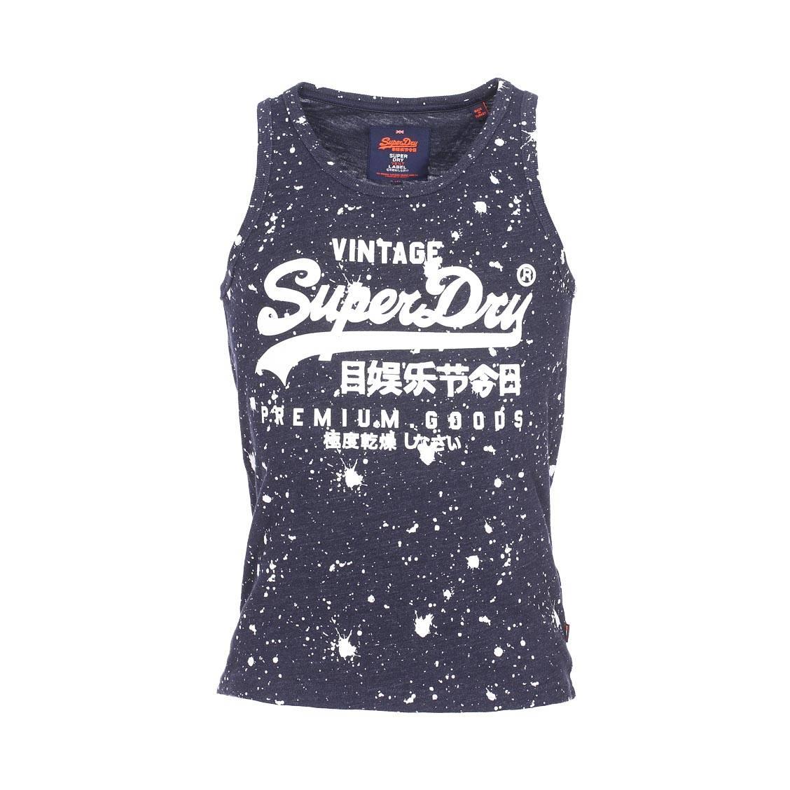 27ebae836a ... Tee-shirt Col rond Superdry homme. Débardeur Superdry Premium Goods  Paint Splatter bleu indigo à motifs blancs ...