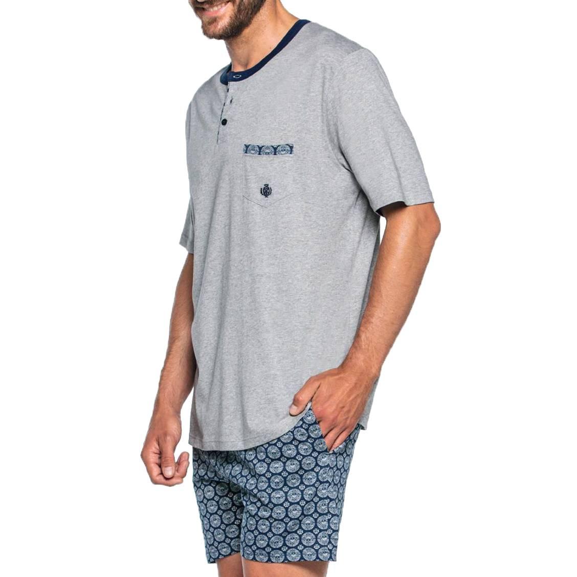 Pyjama court Guasch en coton : tee-shirt col tunisien gris chiné et short bleu marine à motifs gris