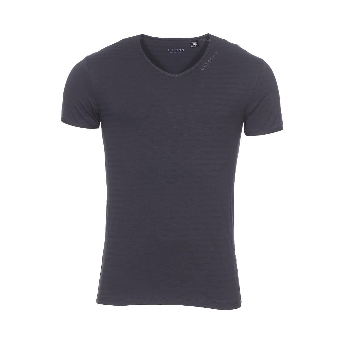 Tee-shirt col v guess en coton stretch noir à rayures ton sur ton
