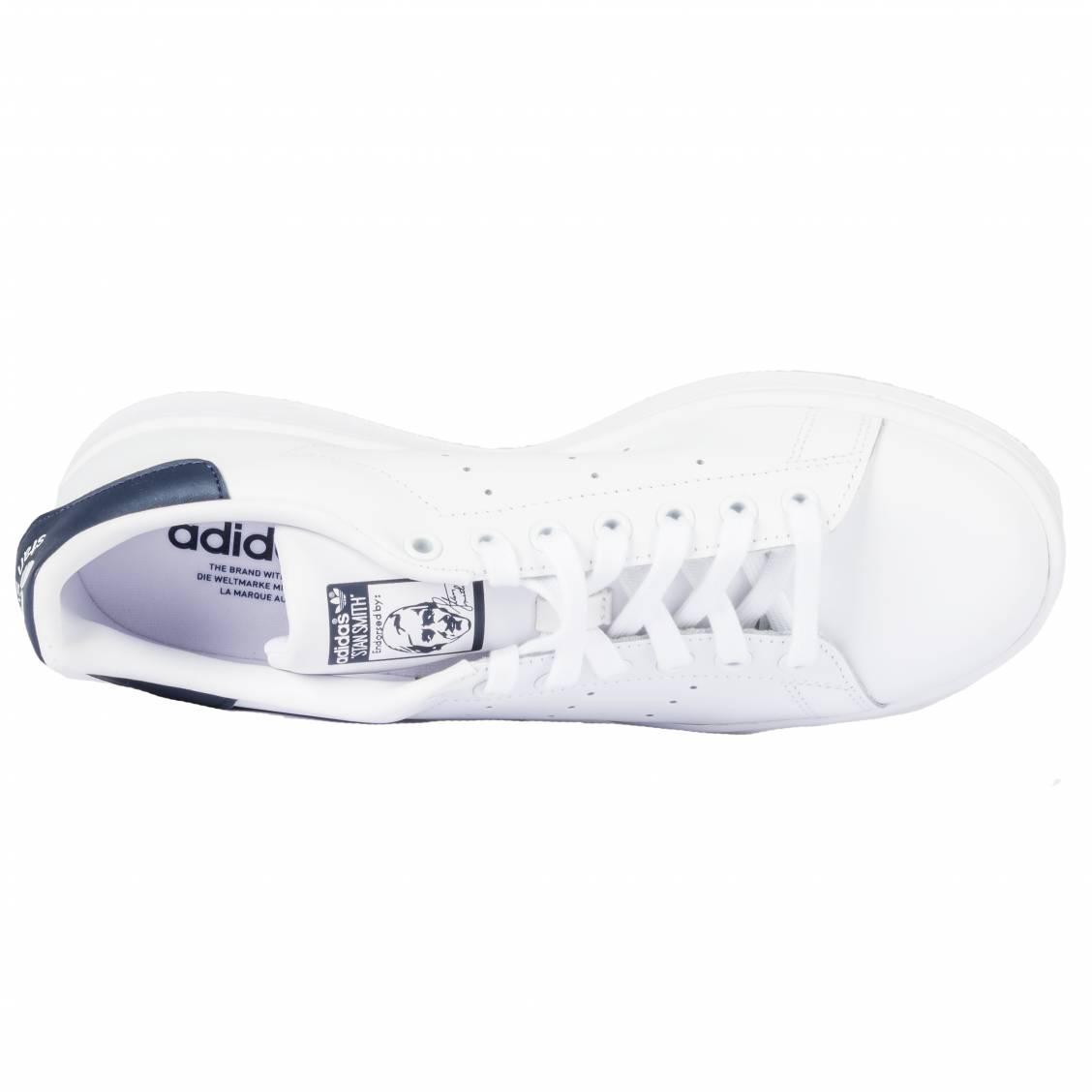 Baskets Adidas Stan Smith en cuir blanc à empiècement bleu marine | Rue Des Hommes