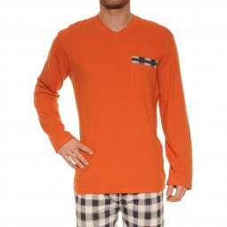 Pyjama long Christian Cane Karo en coton stretch : tee-shirt manches longues col V orange, pantalon à carreaux bleu marine et blancs