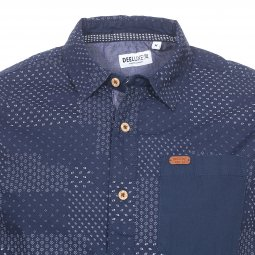 5e26e7e1b121 ... Chemise ajustée manches courtes Deeluxe Est. 74 Ethnic en coton bleu  marine à motifs blancs ...