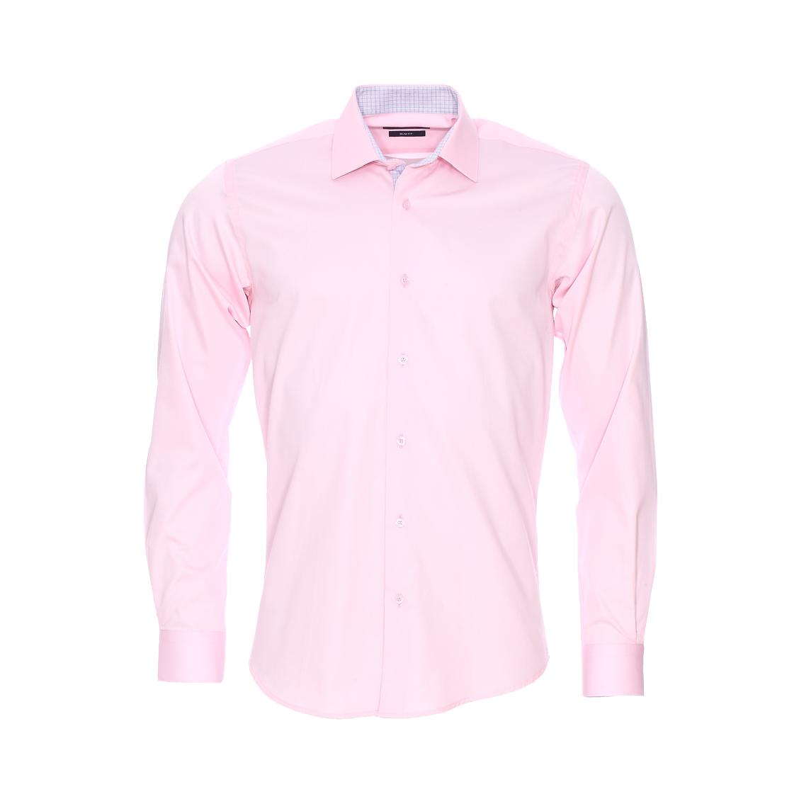 Chemise cintrée  en coton rose pâle, opposition à carreaux gris et blancs