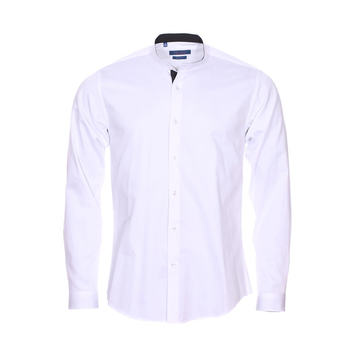 Chemise cintrée  en coton blanc, col mao à opposition noire à pois blancs