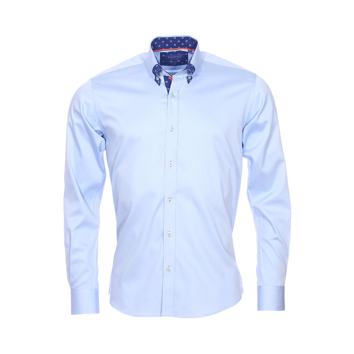 Chemise cintrée  en coton bleu ciel à opposition bleu marine à fleurs blanches