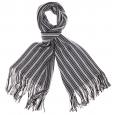 Echarpe à rayures noires, blanches et grises