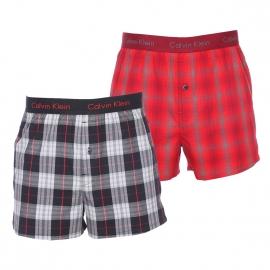 Lot de 2 caleçons Calvin Klein en coton : 1 modèle à carreaux gris et noirs et 1 modèle à carreaux rouges et gris