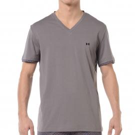 Pyjama court HOM Marc : Tee-shirt col V gris et short bleu marine à motifs gris, orange, jaunes et turquoise