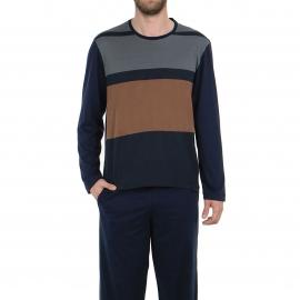 Pyjama long Eminence en coton mercerisé : tee-shirt manches longues col rond bleu marine à rayures marron et grises, pantalon bleu marine