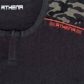 Pyjama court Athena en jersey de coton : tee-shirt col tunisien gris anthracite à motifs sur les épaules et bermuda noir