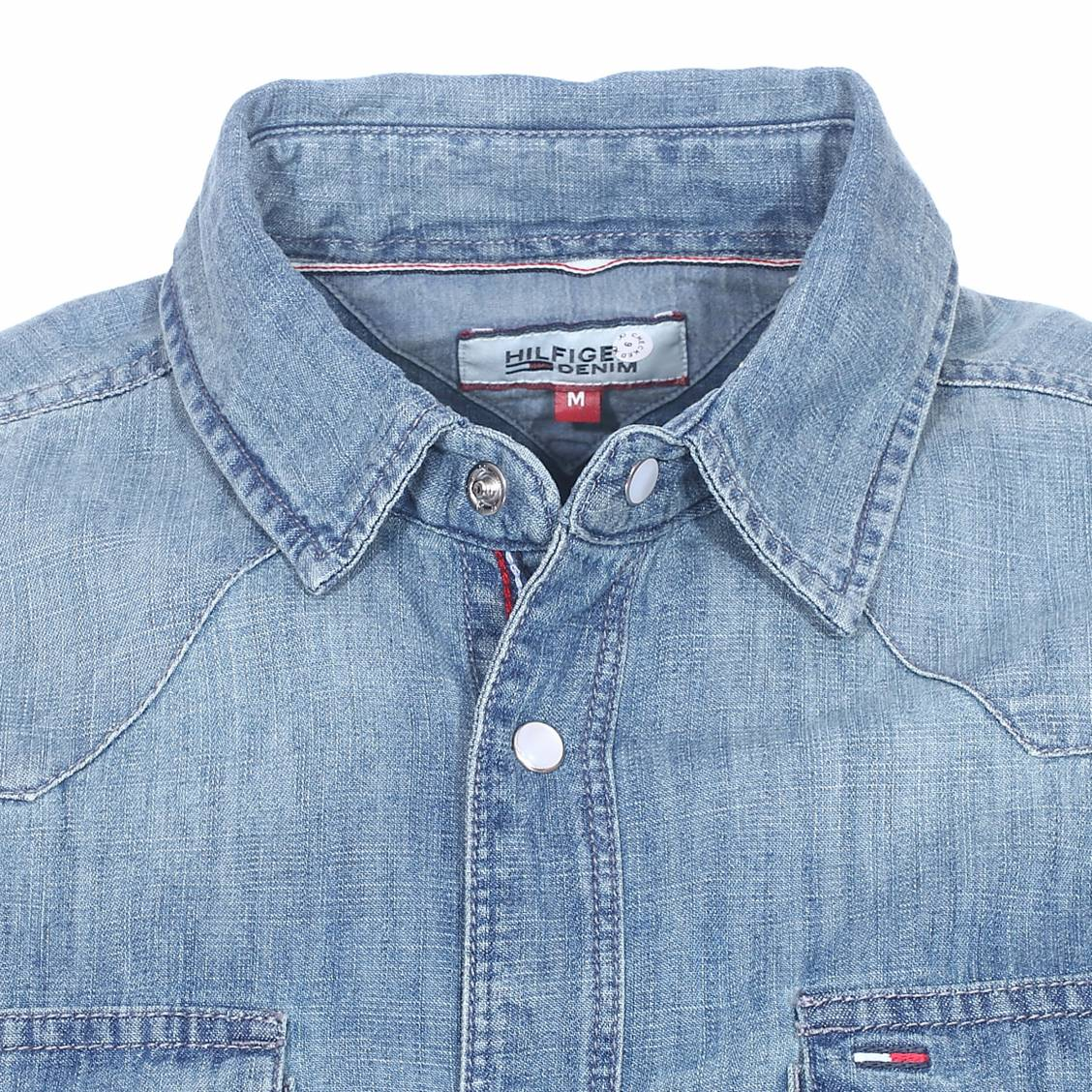 chemise en jean hilfiger denim poches poitrine rue des hommes. Black Bedroom Furniture Sets. Home Design Ideas