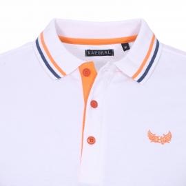 Polo Kaporal en maille piquée blanche à liserés bleu marine et orange