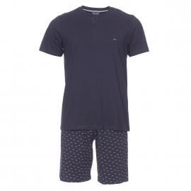 Pyjama court Eden Park en coton : tee-shirt manches courtes col tunisien bleu marine et bermuda bleu marine à petits nœuds rose pâle