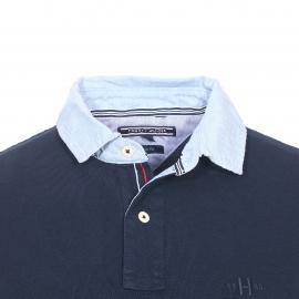 Polo cintré Tommy Hilfiger en coton bleu marine, col en jean bleu clair