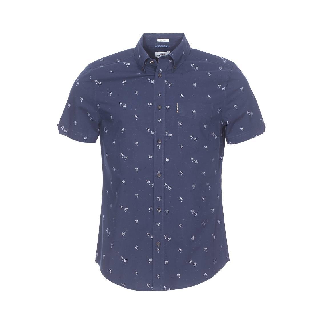 Chemise cintrée manches courtes  en coton bleu marine moucheté à petits palmiers