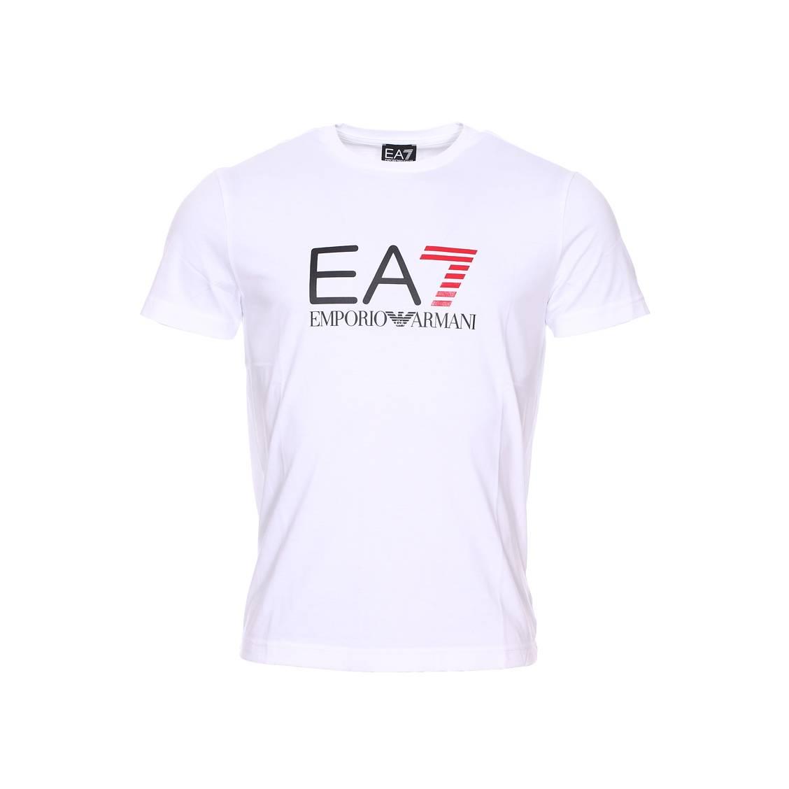 tee shirt col rond ea7 en coton blanc floqu du logo en noir et rouge rue des hommes. Black Bedroom Furniture Sets. Home Design Ideas