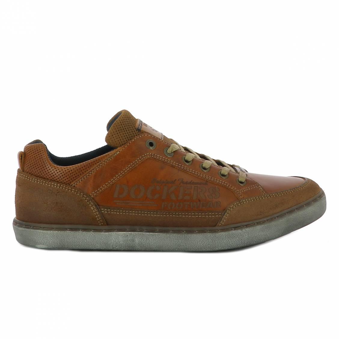 Baskets  marron à détails perforés