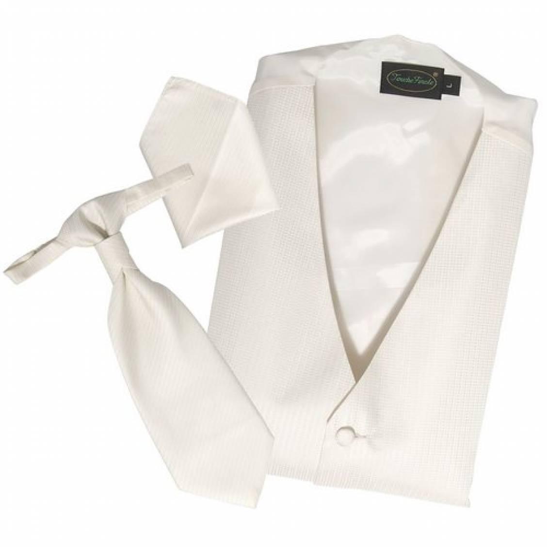 Set de cérémonie: gilet, cravalière et pochette ton crème. Set de cérémonie composé d'un gilet, d'une