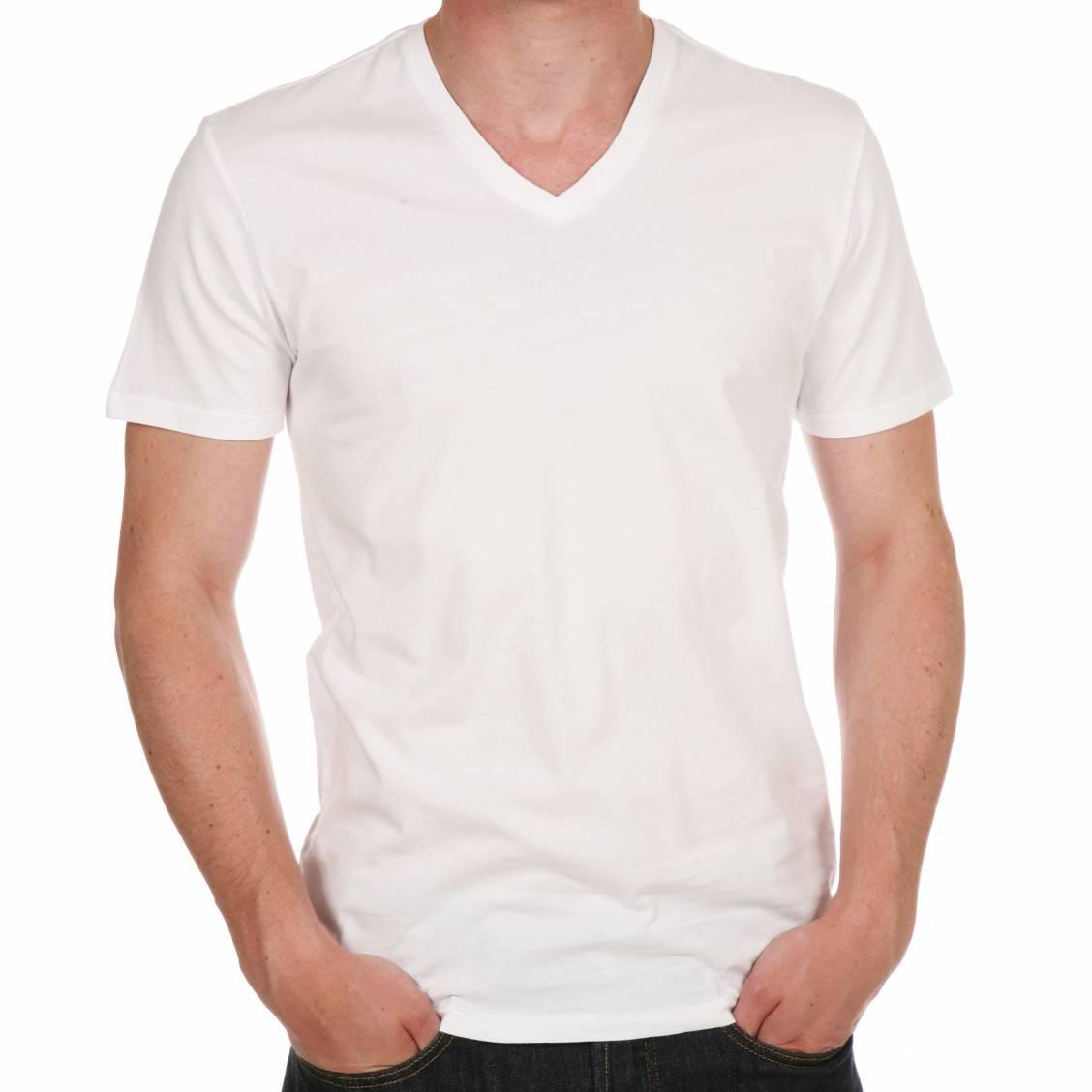 t-shirt col V poche slim Voici un t-shirt col V essentiel à votre dressing masculin de saison, parfait pour s'associer à toutes les tenues avec ses nombreux coloris.