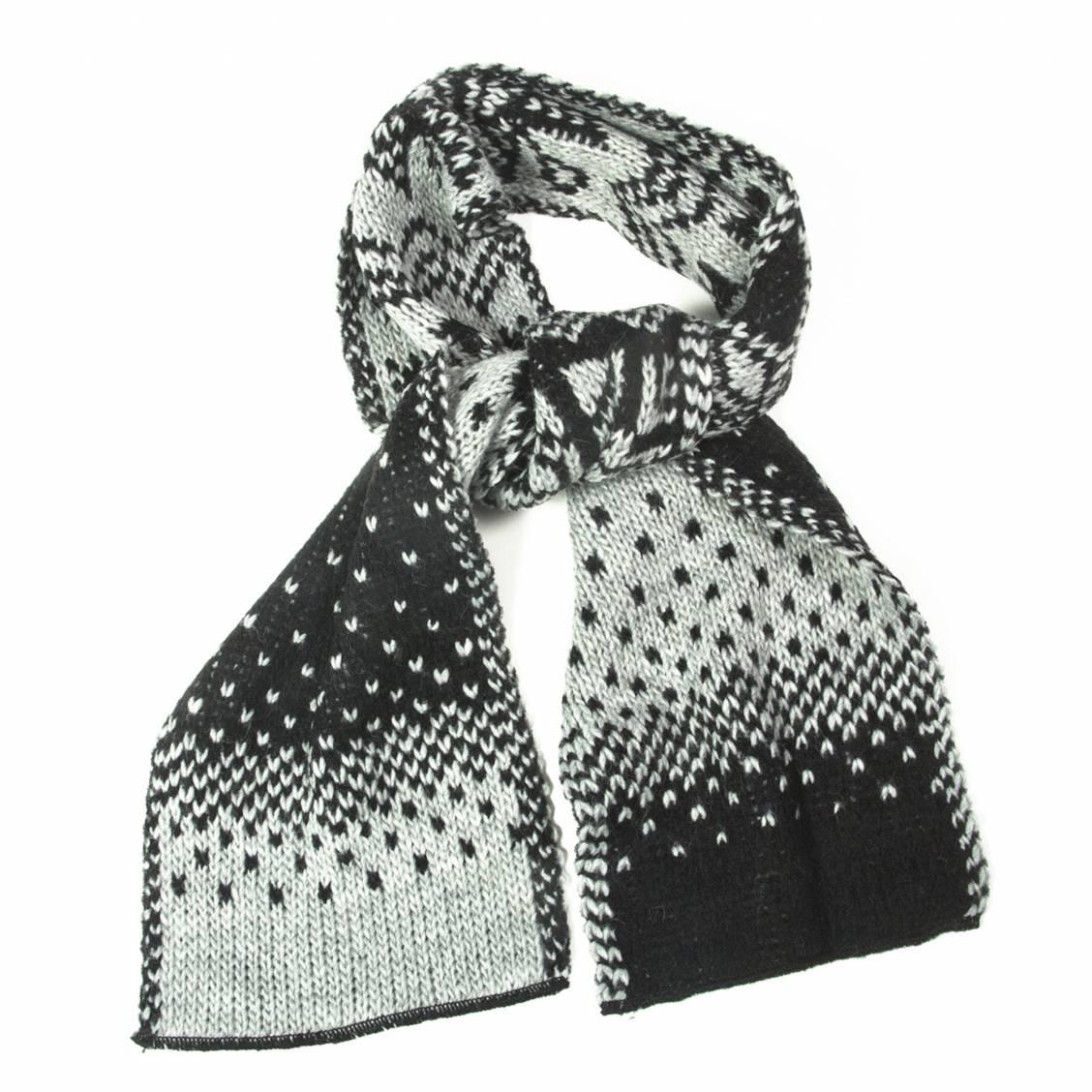 Écharpe à grosses mailles grises et à motifs