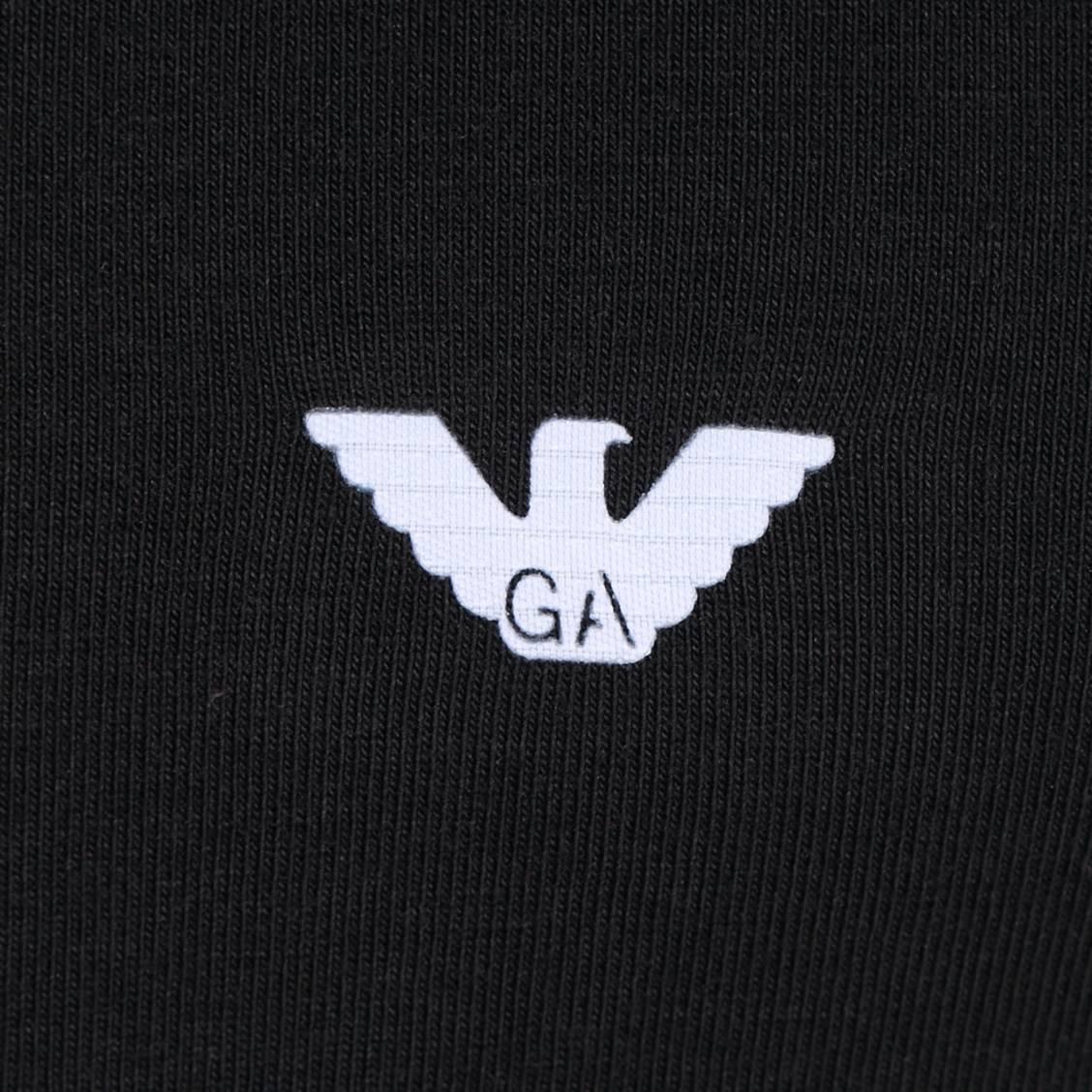 D bardeur col rond noir emporio armani en coton logo for Tapis coton noir et blanc